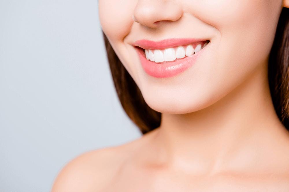 Placa bacteriana e tártaro: vilões da sua saúde bucal